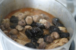 Djaj Bil Kastal Wal Barkok:  Chicken With Chestnuts And Prunes