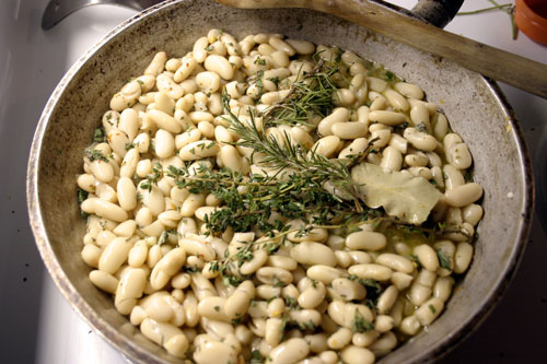 Tuscan Braised White Beans with Spinach and Olives