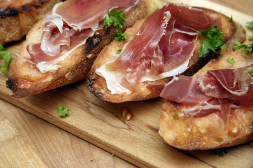 PA AMB TOMÀQUET: Grilled Bread with Olive Oil, Tomato and Jamón Serrano