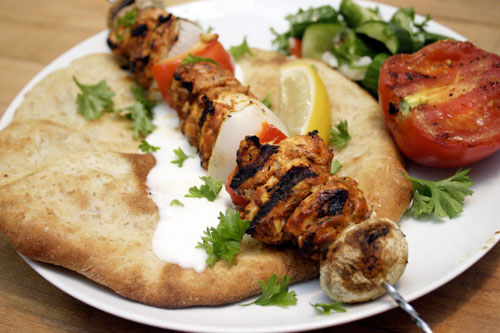 Shish taouk lebanese grilled chicken skewers choosy beggars for Cuisine libanaise